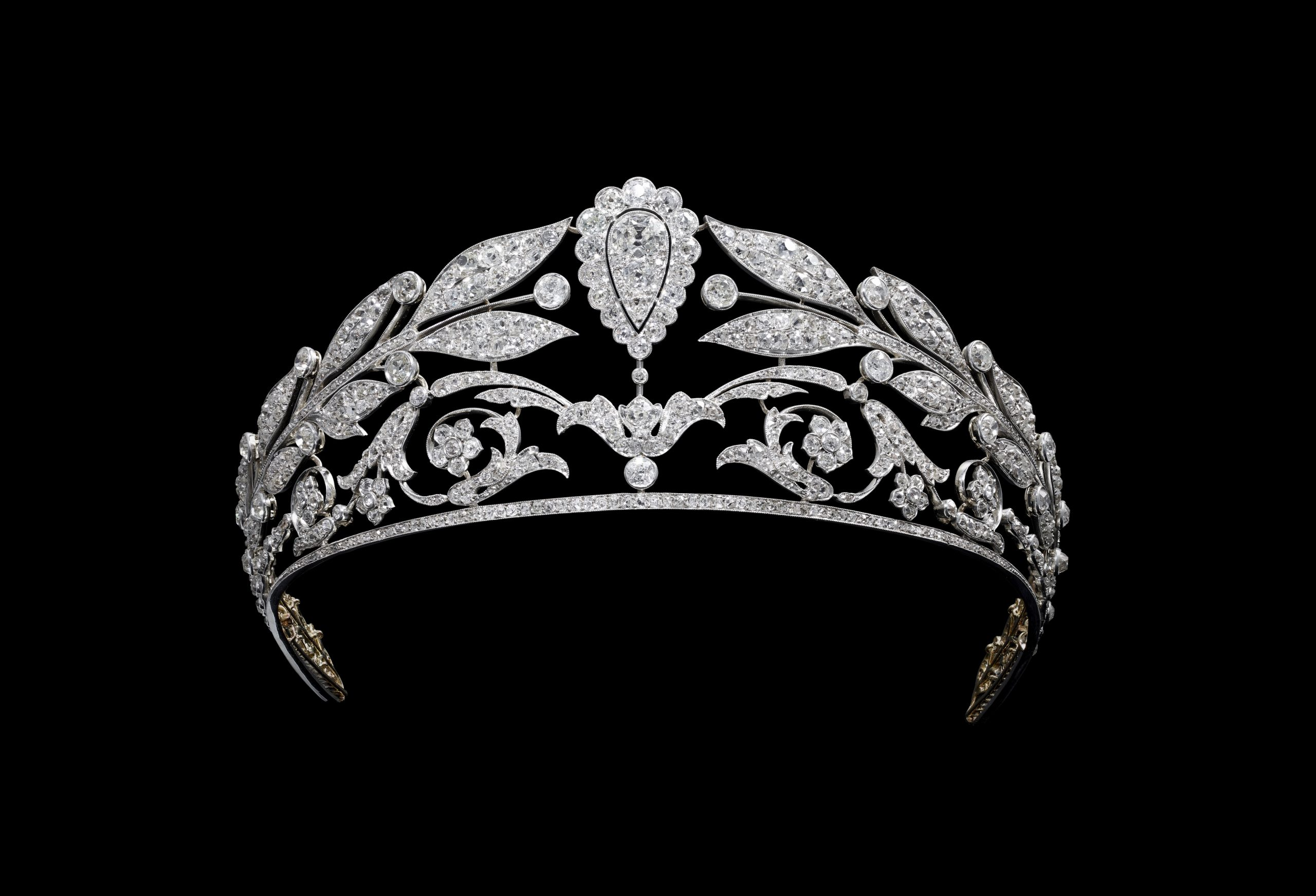 CHAUMET: JEWELRY FIT FOR A QUEEN